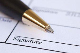Achat sur plan : la signature électronique devient-elle la norme ?