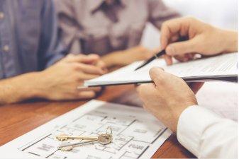 Une copie de l'acte de vente définitif du logement neuf doit être envoyée minimum 30 jours avant la signature officielle chez le notaire.