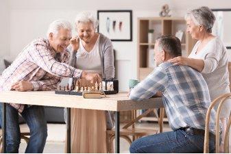 Les papy-boomers seront le coeur de cible des résidences seniors à compter de 2022, décuplant le potentiel de l'investissement en résidence senior. | Adobe Stock