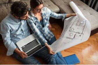 Une étude attentive de la notice descriptive jointe au contrat de réservation VEFA est essentielle pour réussir son achat sur plan. | Shutterstock