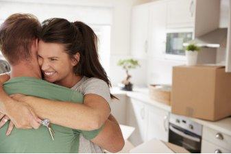 Covid-19 : les déménagements et les visites immobilières peuvent reprendre, même à plus de 100 km !